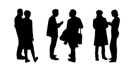 zwarte silhouetten van paren van mensen staan en praten met elkaar, rug en profiel bekeken Stockfoto