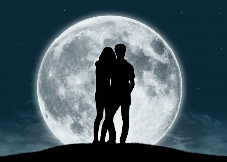 silhouette of a young couple in love looking at the full moon Фото со стока