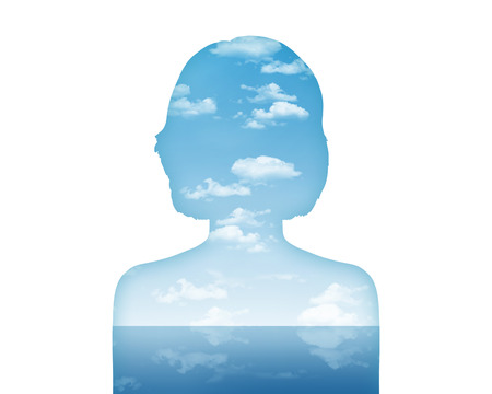 Silhouette du portrait d'une jeune femme en montrant son monde intérieur comme un beau paysage de l'eau et de l'air Banque d'images - 25245188