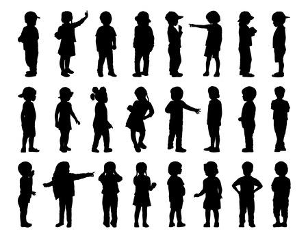 niño de pie: siluetas de los niños de 2-6 años que se colocan en diferentes posturas, delantera, trasera y vista de perfil, el verano