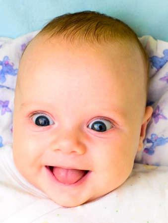 ni�os riendo: beb� riendo  Foto de archivo