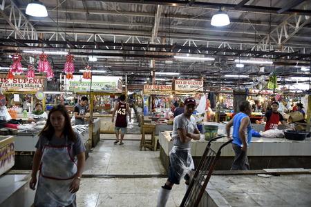 La ville de Santiago, Isabela, Philippines, 18 décembre 2017, marché public de la ville de Santiago, marché principal de la ville, commence à partir de 5 heures du matin, divisé par différents articles à vendre. Banque d'images - 92974599