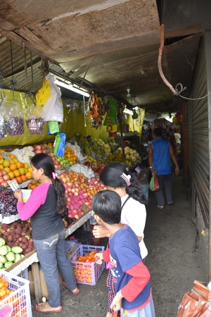 Santiago city, Isabela, Philippines, December 18, 2017, Santiago City Public Market, Main Market of the city, start from 5 O'clock in the morning, divided by different items for sale. Banque d'images - 92969633