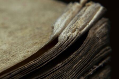 Macro shot old vintage book papers edge shape and texture Standard-Bild - 129486910