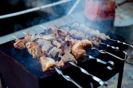 Stil: Background of crispy grilled meat and onion kebabs risknut  stil zhizni Stock Photo