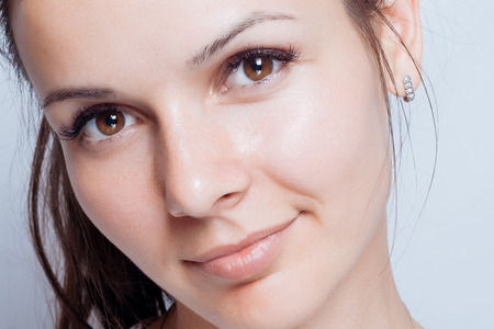 jeune fille adolescente nue: Young woman beauty portrait. Natural soft make up. Beauty Woman face Portrait. Beautiful Spa model Girl with Perfect Fresh Clean Skin. brunette female looking at camera Youth and Skin Care Concept.