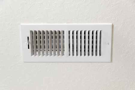 Air Conditioning Vent In Textured Wall Background With Copy Space. Zdjęcie Seryjne