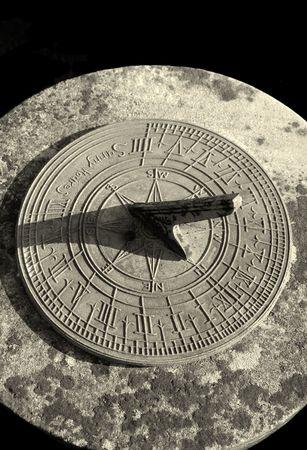 reloj de sol: Stone reloj de sol en sepia  Foto de archivo