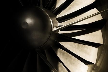 turbofan: abstrac de blades de turbina de motor jet con sombras fuertes