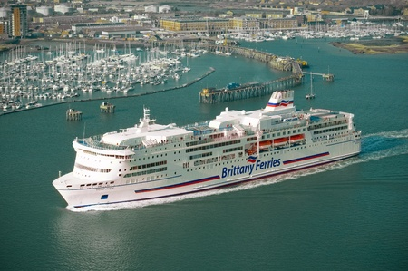 tonne: Portsmouth, UK - February 1, 2012: Brittany Ferries 41,700 tonne passenger vessel Pont-Aven leaving port on a cross-channel trip to mainland Europe.