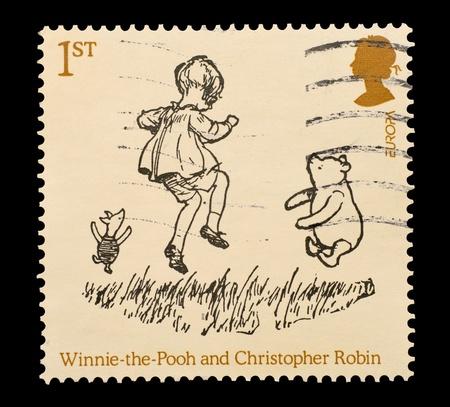 UNITED KINGDOM - CIRCA 2010: Gedenk-Mail-Stempel in Großbritannien gedruckt mit AA Milnes Winnie the Pooh, Zeichen Christopher Robin und Ferkel, circa 2010 Editorial