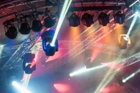 multiple spotlights on a theatre stage lighting rig Standard-Bild