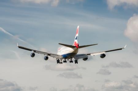 boeing 747: Londra, aeroporto di Heathrow - 30 ottobre 2012: British Airways Boeing 747 sul metodo di atterraggio a Londra - Heathrow, Regno Unito, il terzo aeroporto più trafficato al mondo.