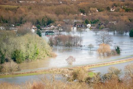 高級住宅と川洪水下の農地の風景 写真素材