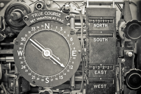vintage aircraft navigational compass device from the WW2 era 에디토리얼