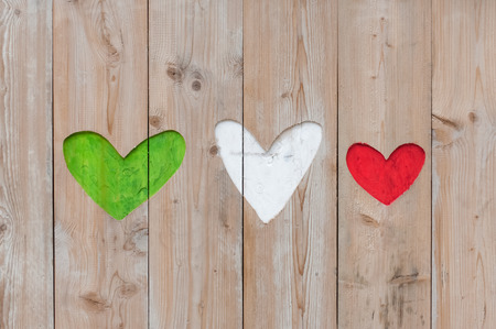italia: Italian flag colors carved into wooden love hearts
