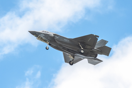 lockheed martin: Farnborough, UK - July 5, 2016: Low level flight by a Lockheed Martin F-35B Lightning II in the skies over Farnborough, Hampshire, UK