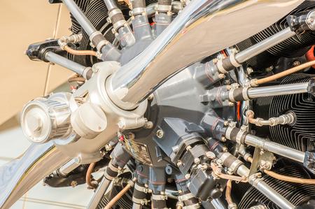 primer plano de un motor de hélice de aviones de época Foto de archivo