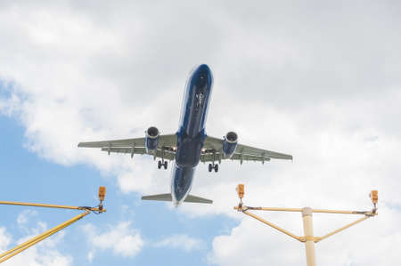 passenger jet on landing approach to an airport with its undercarriage down Standard-Bild