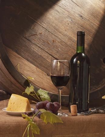 Stilleven met wijn vat, brood en kaas