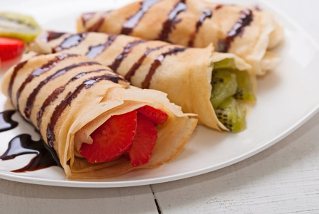 Crepes with fruits (strawberry, banana,  kiwi) Banco de Imagens - 32057538