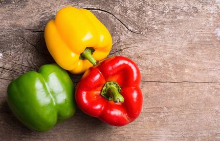 Groene, gele en rode paprika achtergrond
