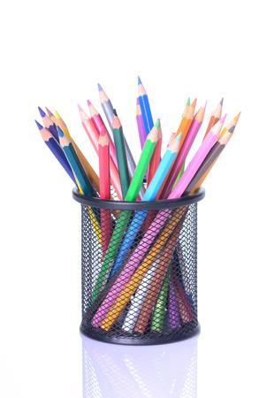 pencil: Varios l�pices aislados en el fondo blanco de color