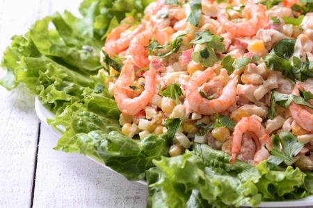 pancetta cubetti: Insalata con gamberetti, granchi e mais
