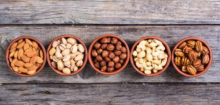Mix of nuts : Pistachios, almonds, walnuts, peanuts, hazelnuts , cashew Foto de archivo