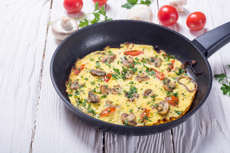 Omelette with mushroom , tomatoes and parsley . Food background Zdjęcie Seryjne