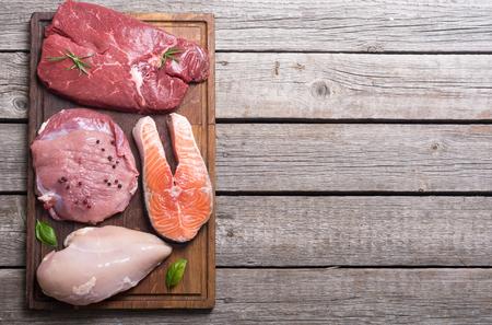 Mezcla de bistec: salmón, ternera, cerdo y pollo Foto de archivo