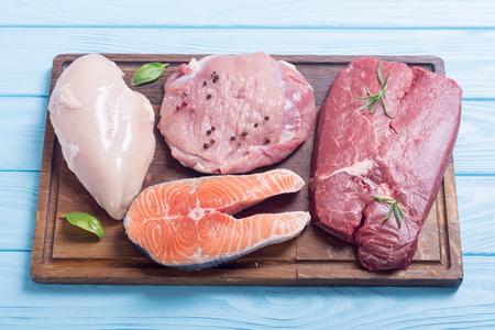 Mezcla de bistec: salmón, ternera, cerdo y pollo