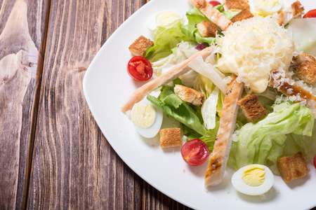 Salad ceasar with chicken , eggs , tomatoes and croutons Imagens