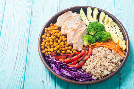 Buddha bowl with avocado , chicken , pepper , quinoa and chickpea . Healthy food Standard-Bild