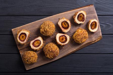 Traditional Austrian plum dumplings . Sweet homemade dessert Banque d'images