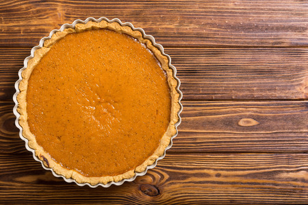 Homemade american traditional pumpkin pie . Autumn food background Imagens