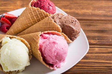 Ice cream waffle cones with berries , chocolate and vanilla 免版税图像