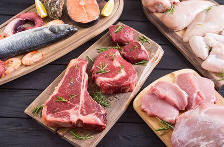 Surtido de carnes y mariscos. Carne de res, pollo, pescado y cerdo