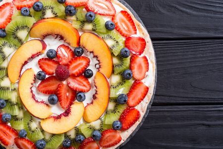 Fruit pizza with fruit and berries . Sweet tasty dessert Stock fotó - 144001478