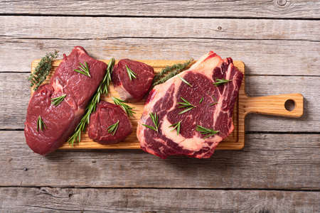 Set of raw beef steak with spices and salt. filet mignon, ribeye and striploin Stockfoto