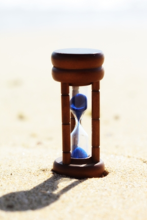 horologe: Hourglass and beach