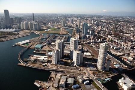 summarized: Port of Yokohama, Kanagawa Prefecture, to pay over the nearly empty summarized Stock Photo