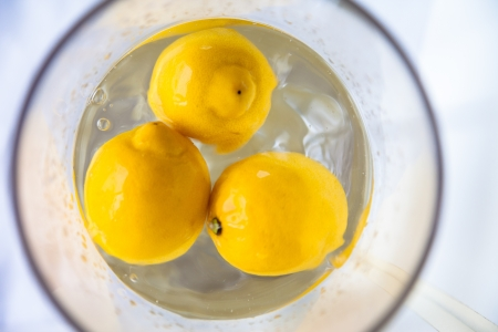 submerging: Lemon floating in water Stock Photo