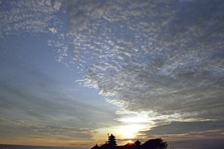 itinerant: Sunset of the Tanah Lot temple