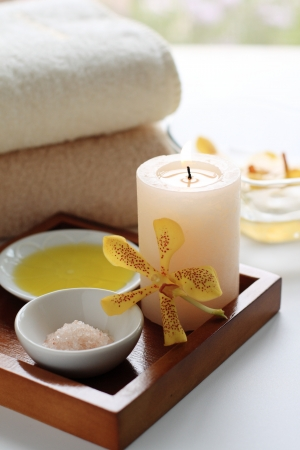 massage oil: Massage oil and aromatherapy candles
