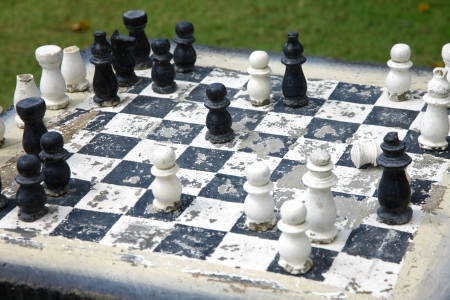 grates: Chess of worn-out
