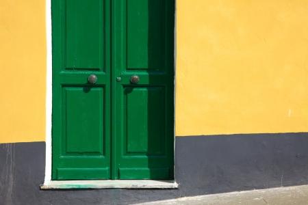 puerta verde: Puerta verde Foto de archivo