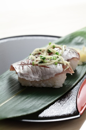 caballo bebe: Nigiri sushi de la caballa Foto de archivo