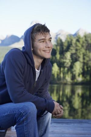 casual hooded top: Adolescente por el lago, Ciudad del Cabo, Sud�frica