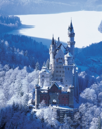 Neuschwanstein Castle of midwinter photo